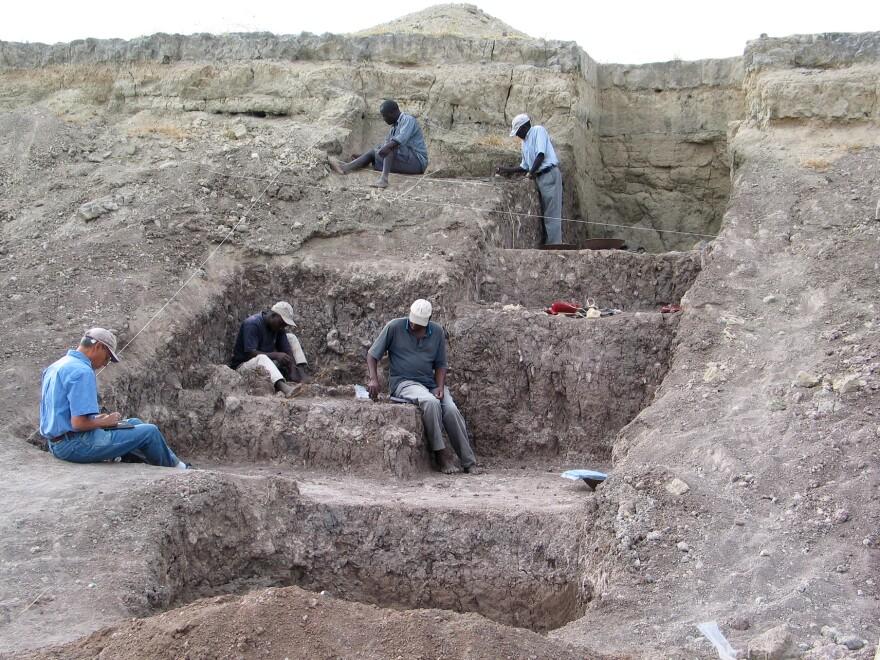In this Olorgesailie Basin excavation site, red ocher pigments were found with Middle Stone Age artifacts. This is the earliest evidence of the extraction and use of pigments among ancient humans.