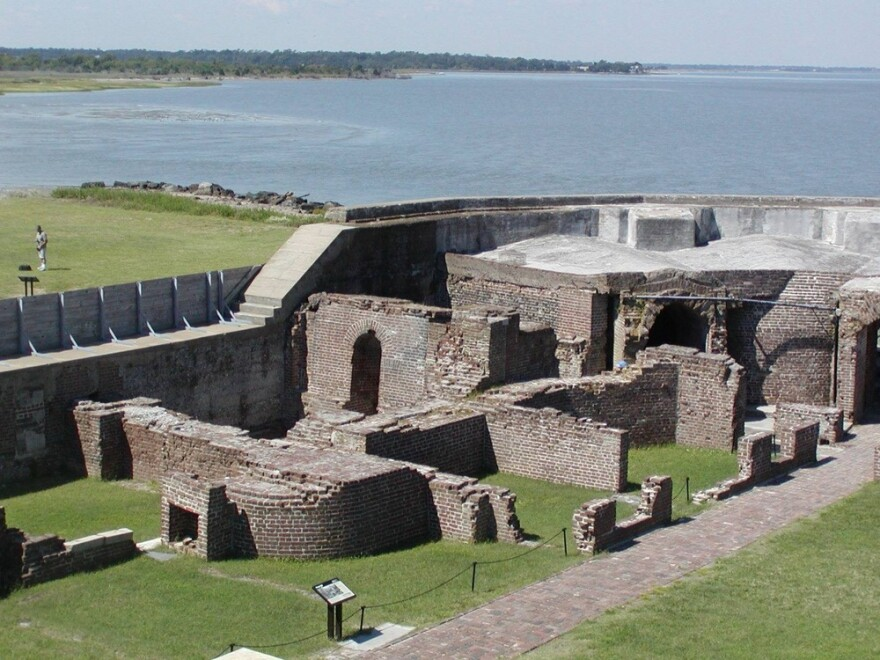 fort_sumter_officer_part_ruins.jpg