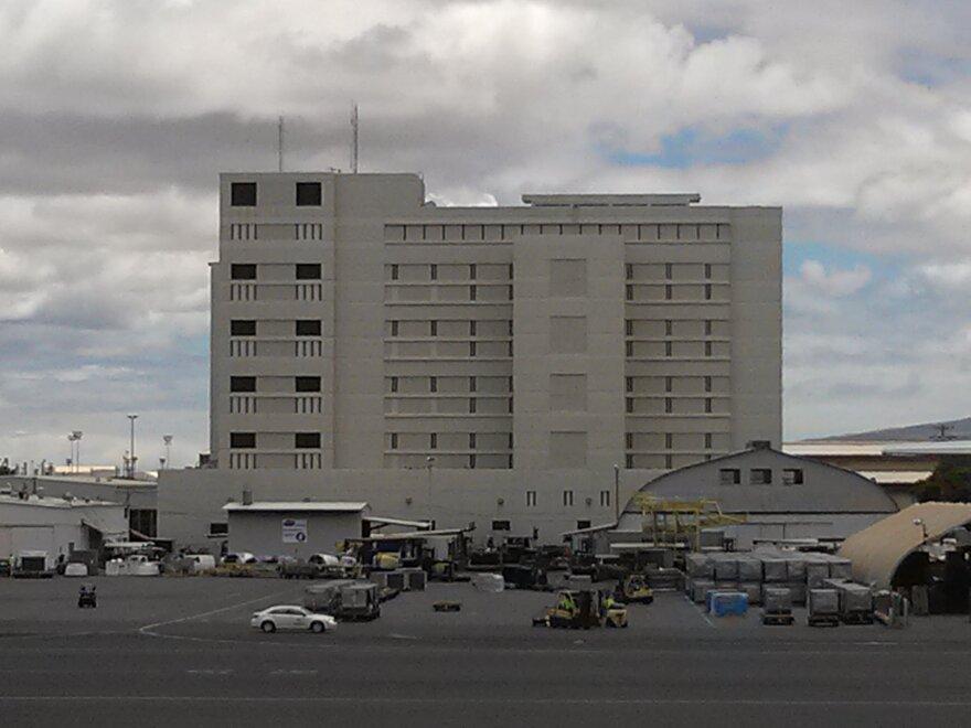 Federal_Detention_Center_Honolulu.jpg