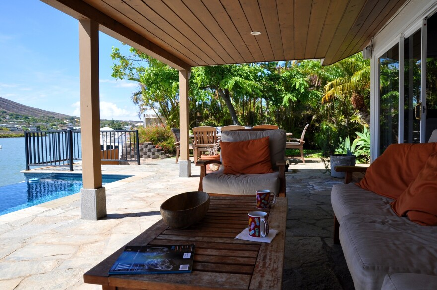 vacation_rental_beach_house_patio.jpg