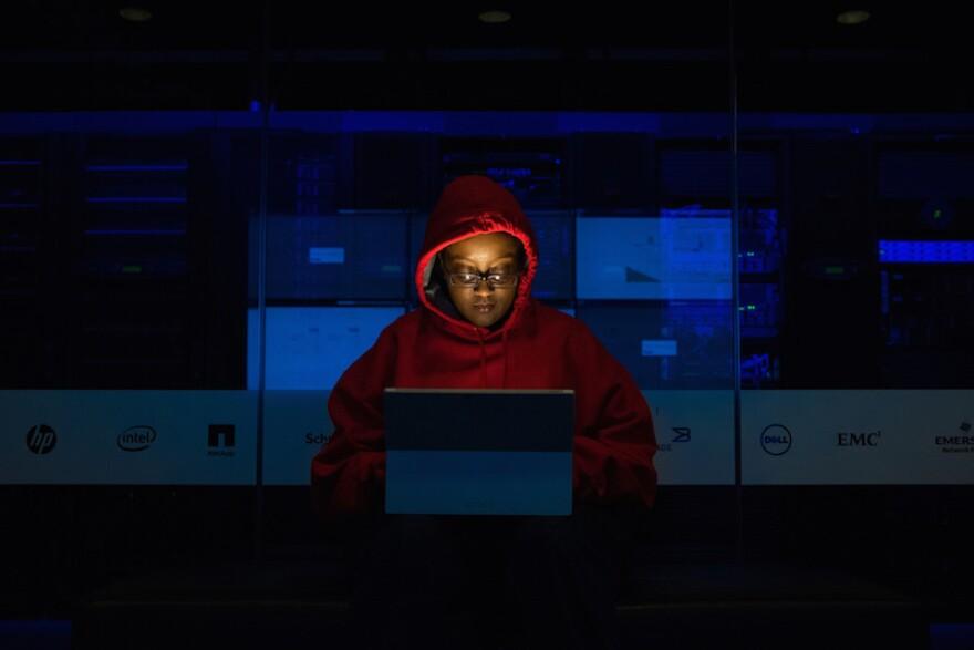 woman_at_laptop.jpg