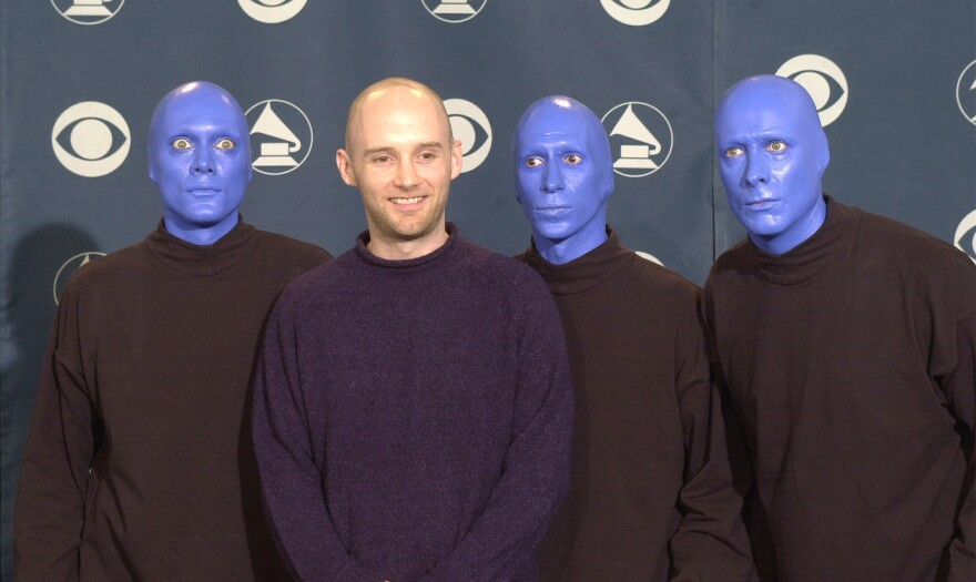 Moby at the 2001 Grammy Awards, where he performed with Blue Man Group and Jill Scott, at the height of the success of his 1999 album <em>Play.</em>