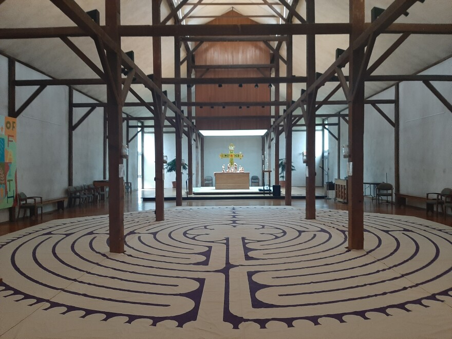 Pop-up labyrinth in the Oratory