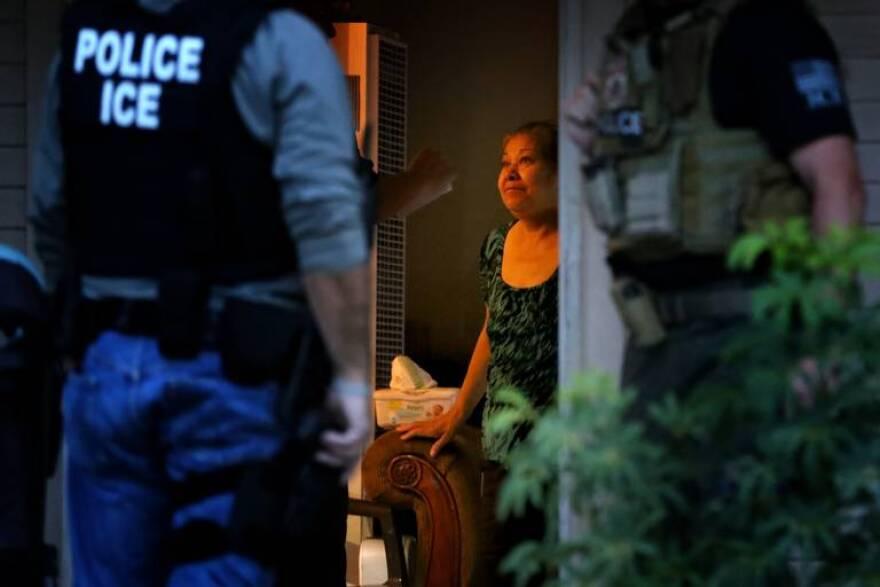 us_news_immigrant-arrests_4_la.jpeg