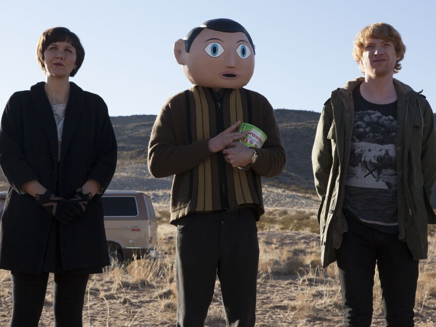 Maggie Gyllenhaal and Domhnall Gleeson star in <em>Frank </em>respectively as Clara, Soronprfbs' theremin player, and Jon, a keyboardist recruited into the band after the band's former keyboardist tries to drown himself.