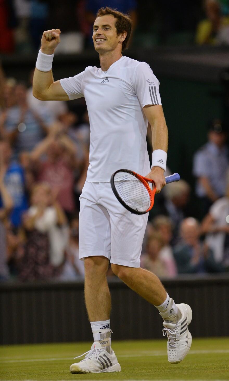 Britain's Andy Murray celebrates beating Poland's Jerzy Janowicz.