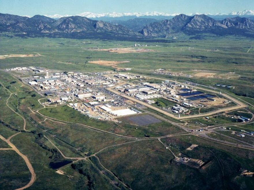 800px-Rocky_Flats_Site_in_July_1995_Prior_to_Final_Cleanup.jpg
