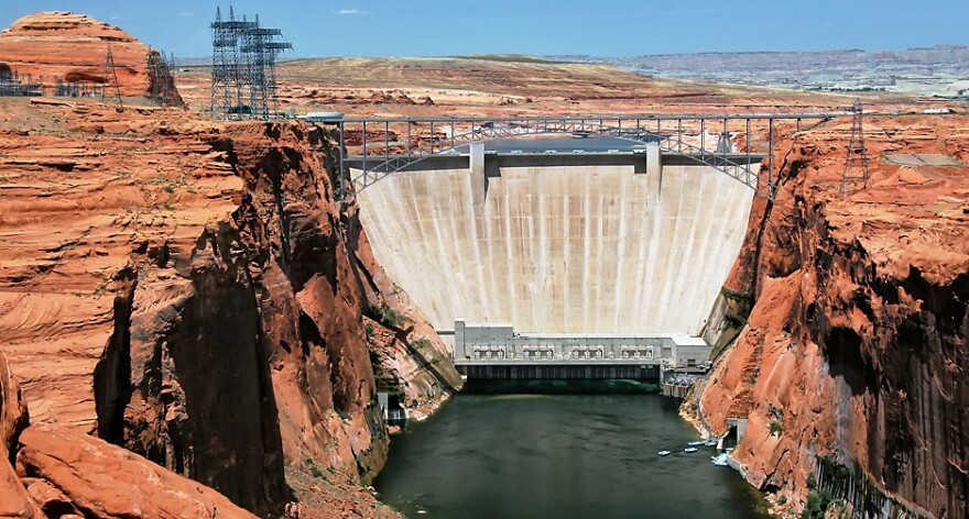 Photo of the Glen Canyon Dam
