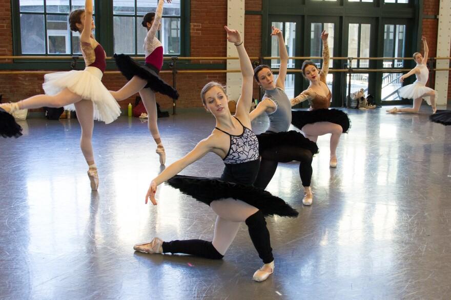 033018_mk_sarah_joan_smith__elysa_hotchkiss__kelsey_hellebuyck_by_elizabeth_stehling_for_kansas_city_ballet.jpg
