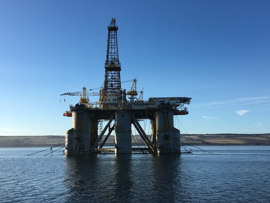 oil-industry-3272673_960_720.jpg