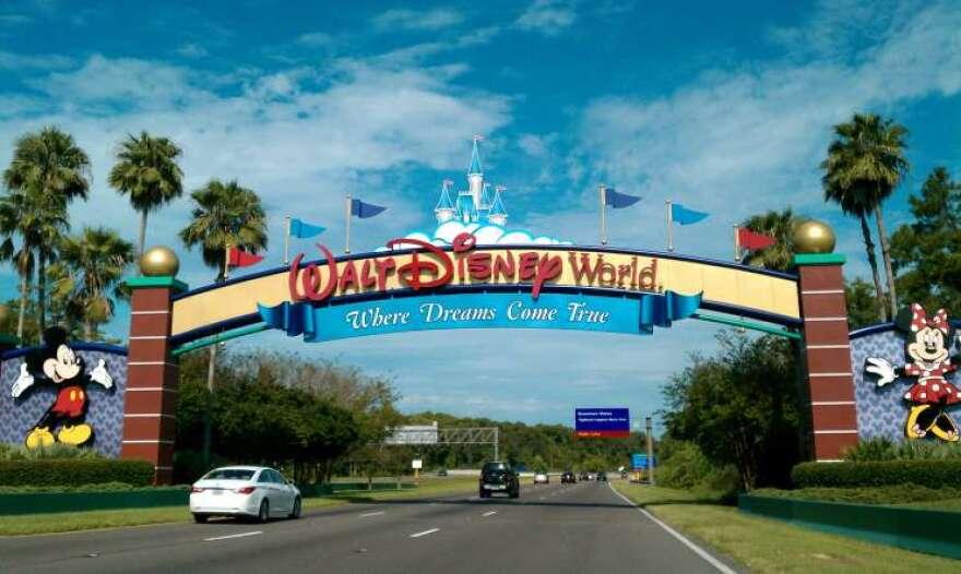 Walt_Disney_World_Resort_entrance.jpg