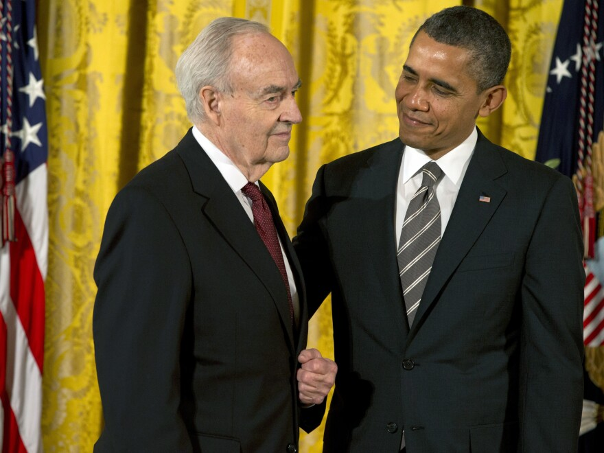 Former President Barack Obama presents a 2012 Citizens Medal to former Pennsylvania Sen. Harris Wofford in 2013.