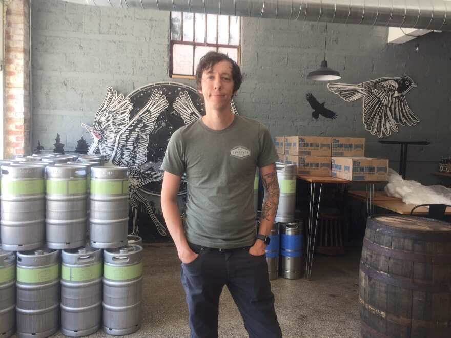 042720_Jonathan Williamson at Sandhills Taproom In Mission by Lisa Rodriguez.JPG