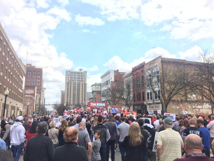 photo of Tim Ryan rally