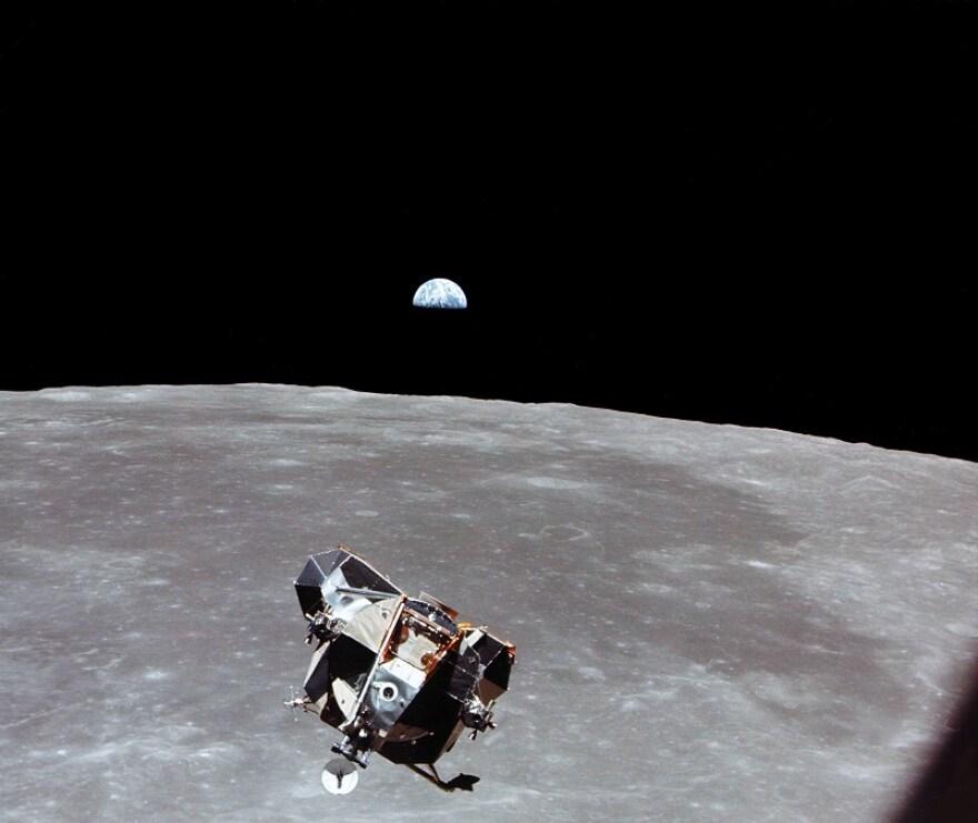 NASA_LM_CSM_earthrise_6642_0.jpg