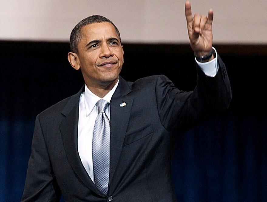 Obama_Hook_'em_Horns.jpg