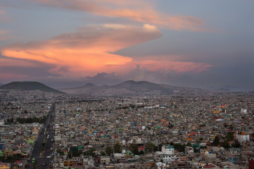 An aerial view of Mexico City, seen from Coyote 1, a helicopter used by the local police force. This visual work focuses on violence in the Mexican capital in recent years.