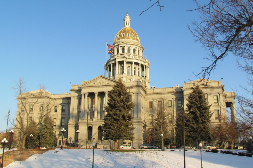 jh-colorado_capitol_in-winter_12092011.jpg