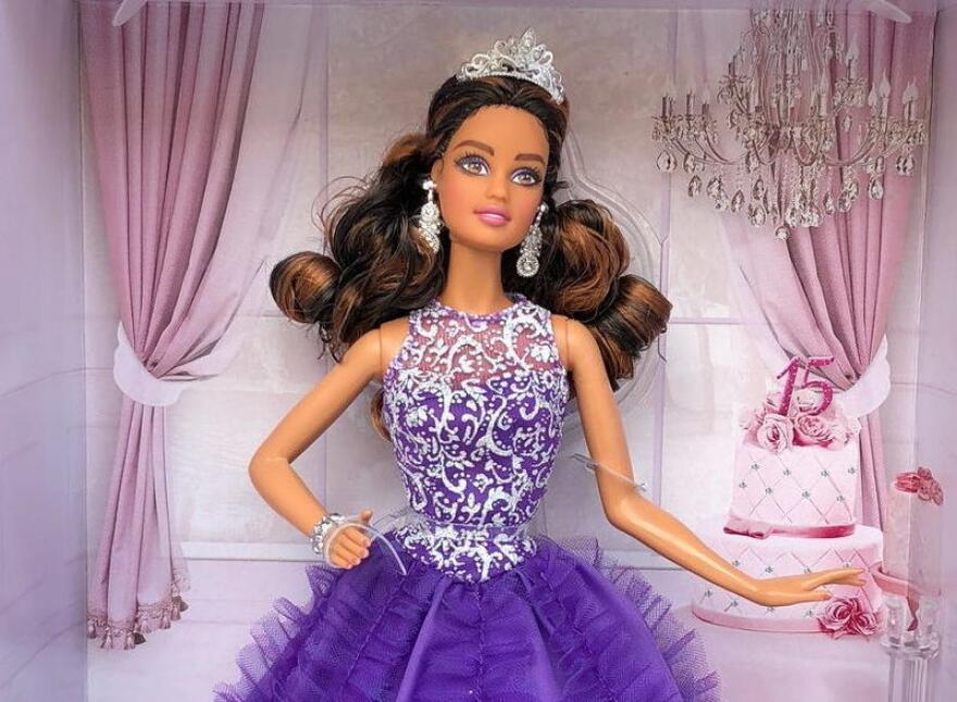 Quinceanera_Barbie.jpg