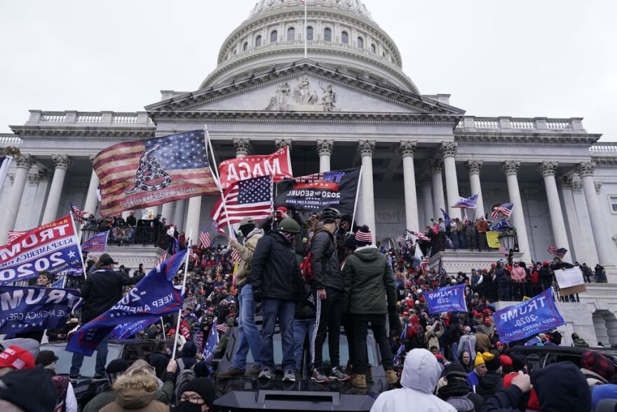 A mob of Trump supporters stormed the U.S. Capitol on Wednesday, Jan. 6, 2021. (Kent Nishimura / Los Angeles Times via Getty Images)