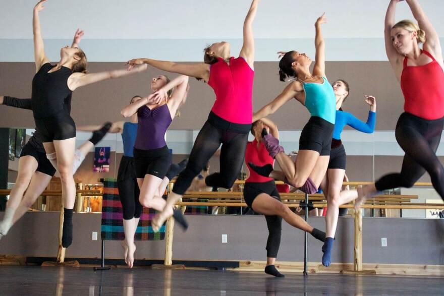 dance_st._louis_pnc_arts_alive_new_dance_horizons_2_-_credit_common_thread_contemporary_dance_company.jpg