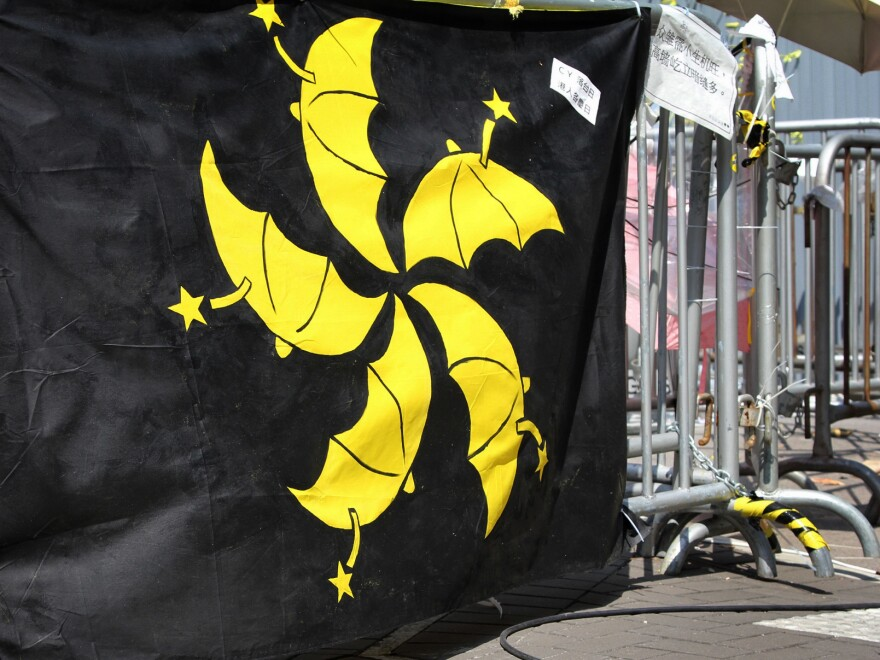 A twist on the Hong Kong flag in which petals of the city's emblem, the Bauhinia flower, has been replaced by yellow umbrellas. The five petals on the Hong Kong flag echo the five yellow stars on the Chinese national flag.