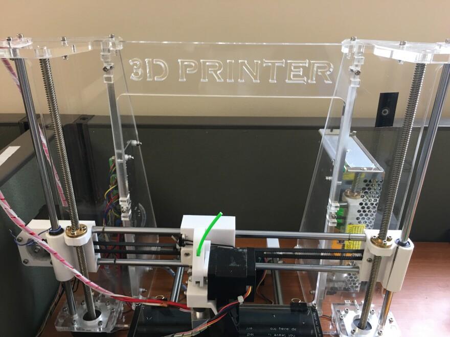 3DPrinter.UTSA_.WendyRigby.031517.JPG