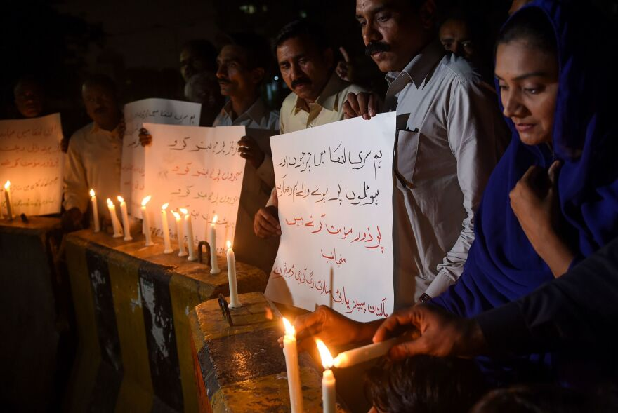 Pakistani Christians in Karachi light candles to pay tribute to victims of the Sri Lankan attacks.