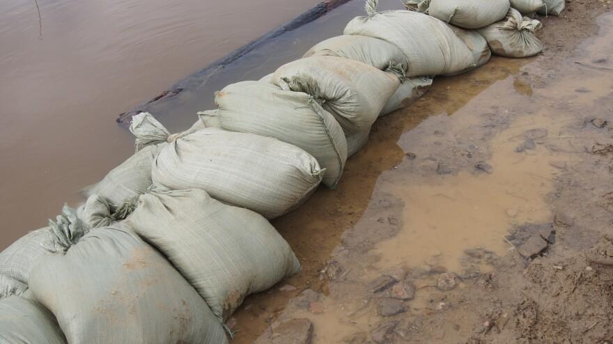 catastrophe-weather-flooding-1098490_1920.jpg