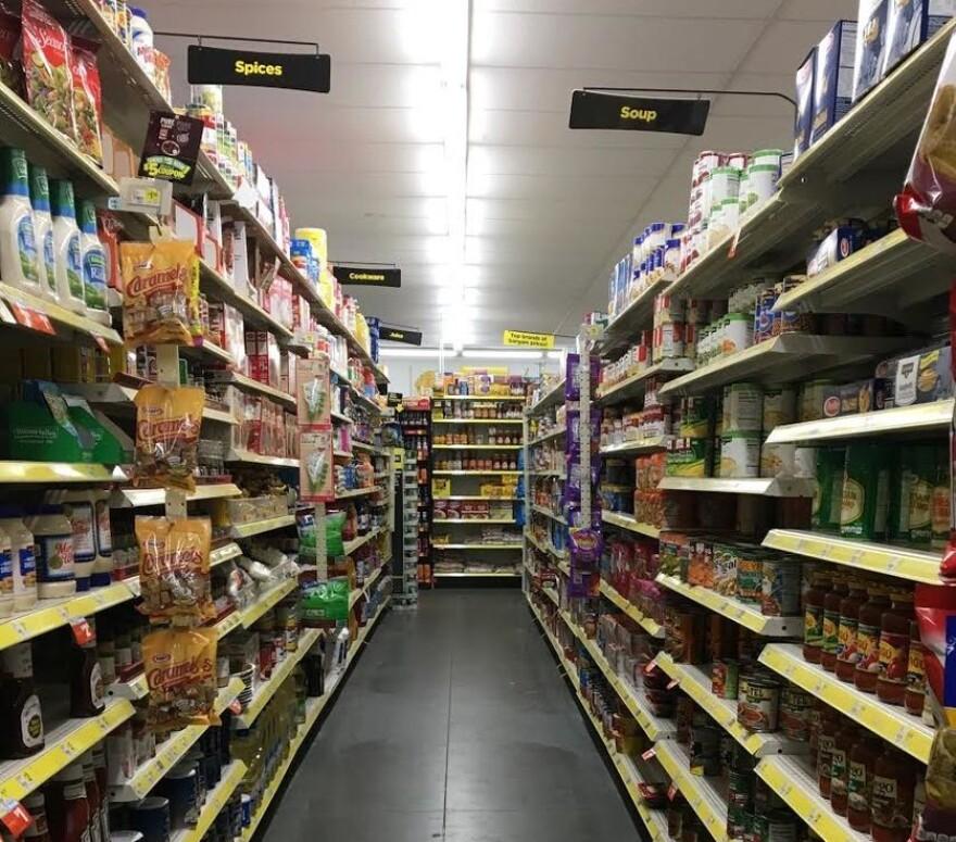 dollar_general_grocery_aisle.jpg