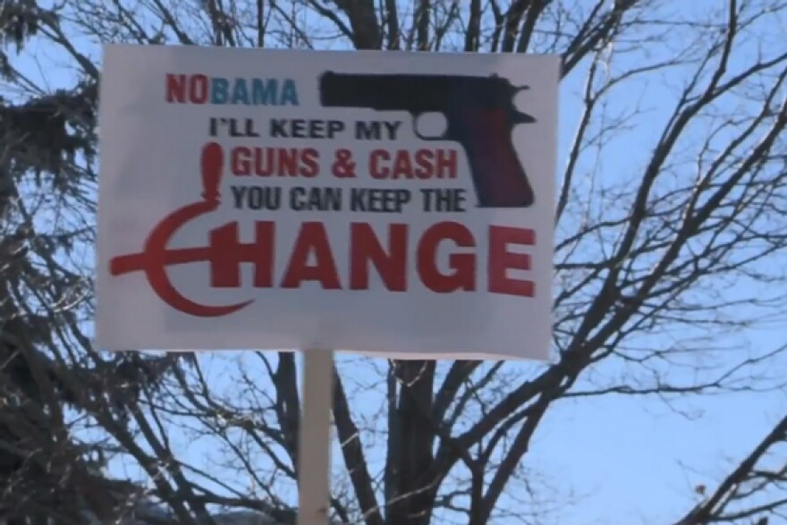 screencap-yt-newshour-co-gunviolence_02182013.jpg