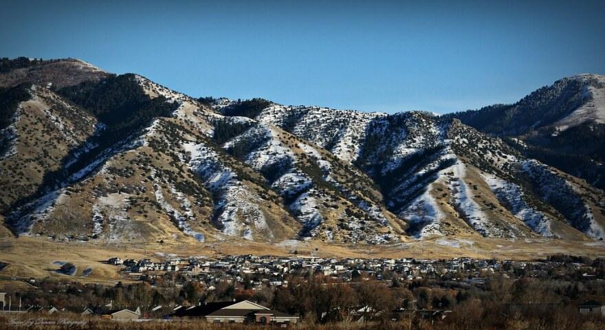 Photo of Logan Utah skyline.
