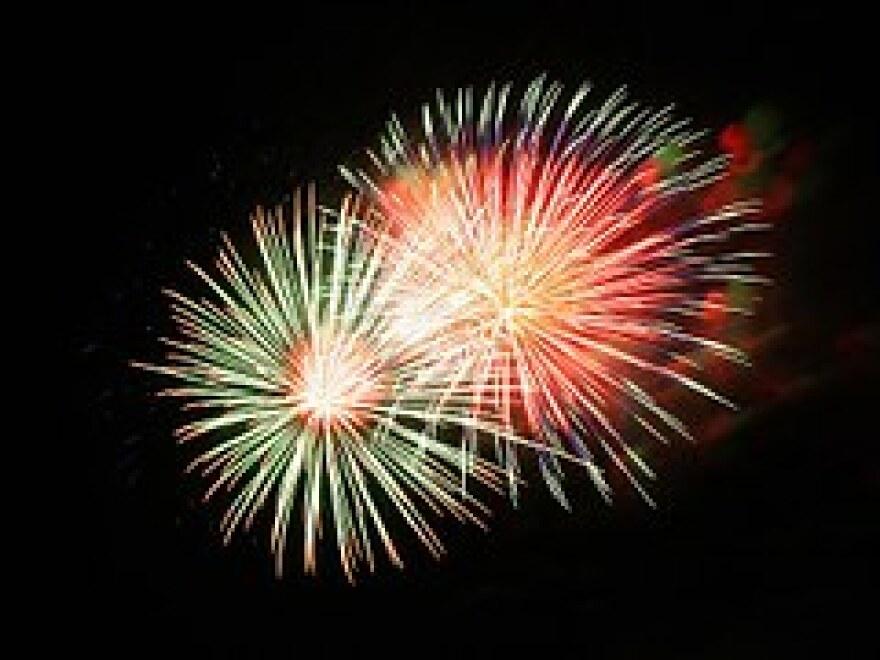 fireworks-227383__180.jpg