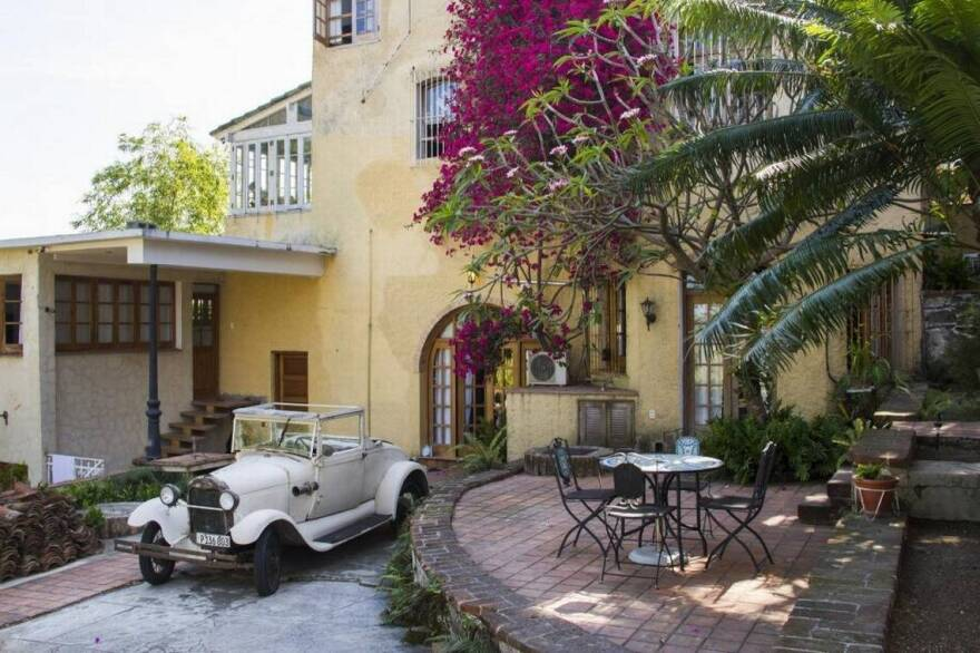 A privately owned bed-and-breakfast in Havana.