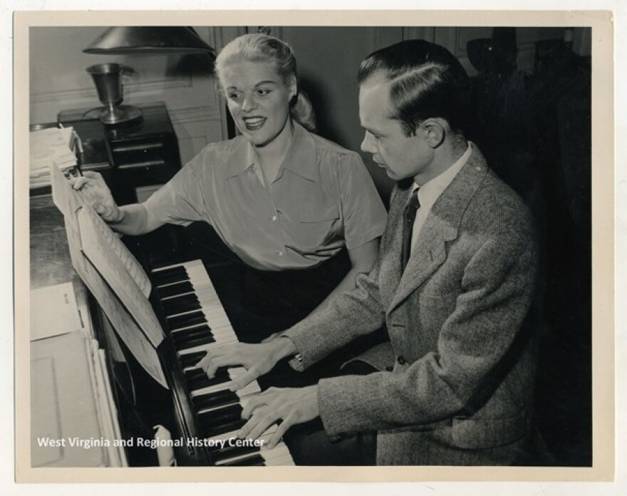 Frances Yeend and James Benner at the piano
