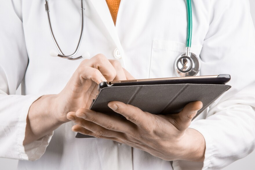 Doctor, Health, Doctor with tablet, Doctor with iPad