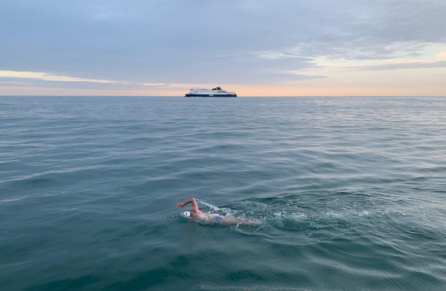 Photo of Rob Lea swimming.
