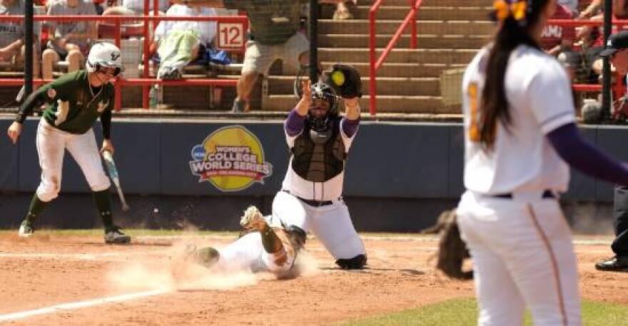 Softball WCWS3