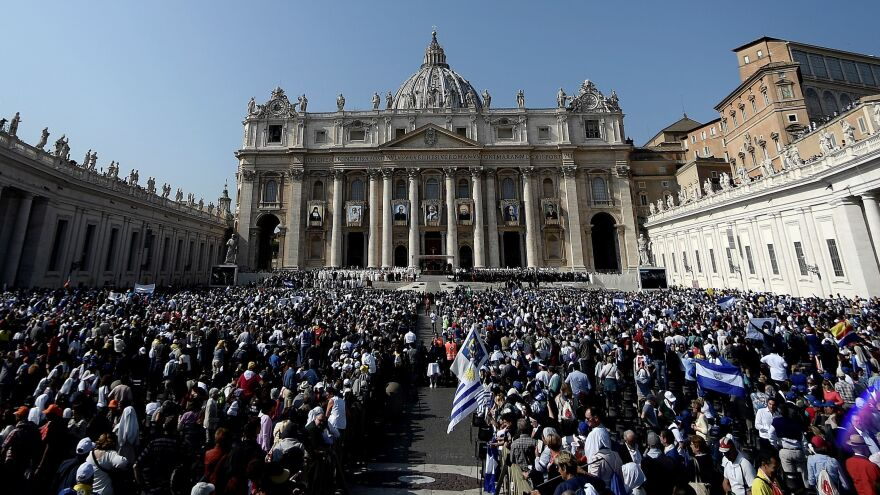 A mass for a canonization ceremony of Pope Paul VI and the martyred Salvadoran Archbishop Oscar Romero, as well as five other people, was in St Peter's Square at the Vatican, on Sunday.