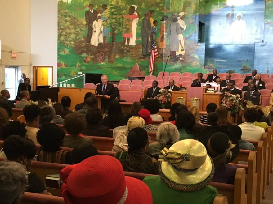 Tampa Mayor Bob Buckhorn at New Mount Zion Baptist in Tampa on Sunday in a push for enrollment under the federal health law.