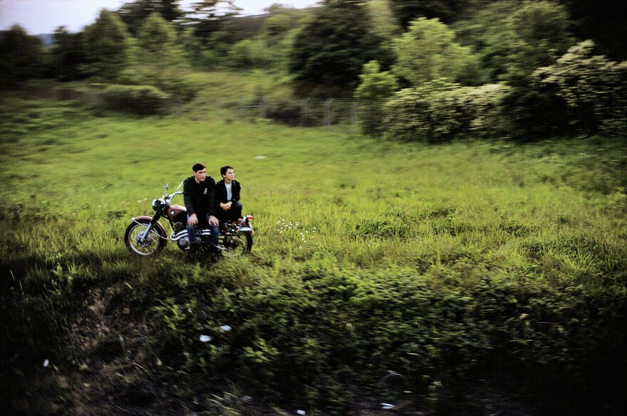 Paul Fusco took photographs from the funeral train carrying Robert F. Kennedy in 1968.