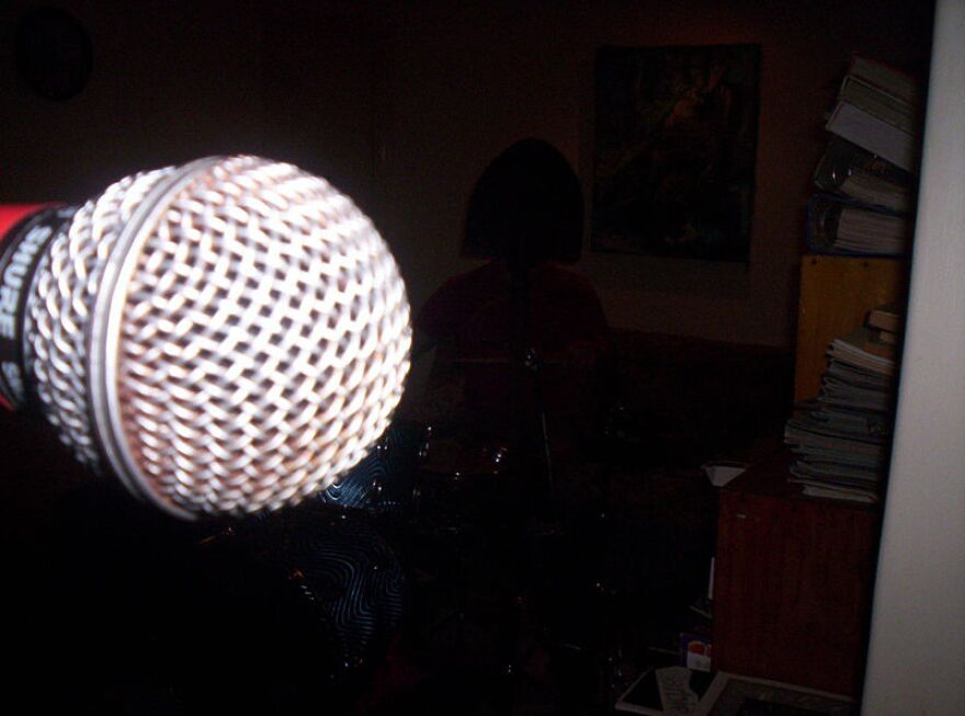 800px-Microphone_01_1.jpg