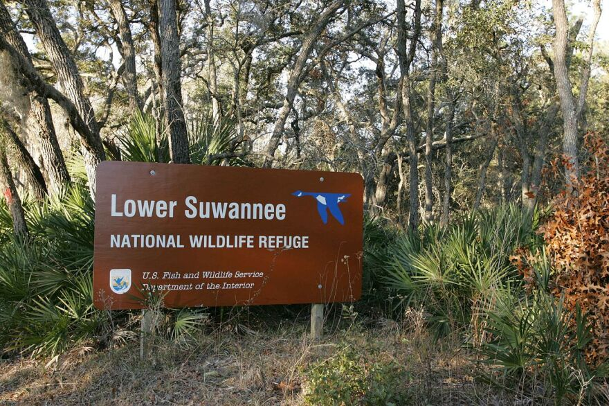 lower_suwannee_national_wildlife_refuge_board_sign_us_fish_and_wildlife_wikimedia.jpg
