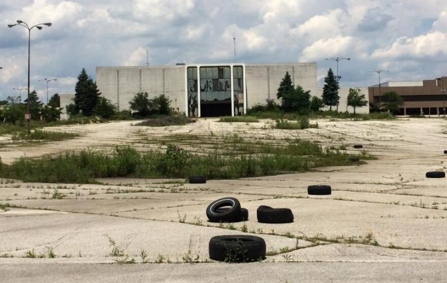 photo of Rolling Acres Mall