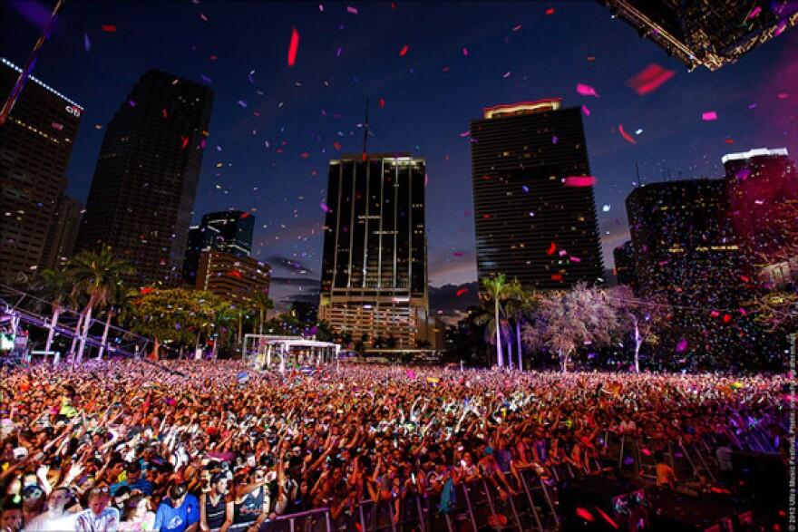 Ultra-Music-Festival-2013-Miami-Crowd-Huge-Epic.jpg