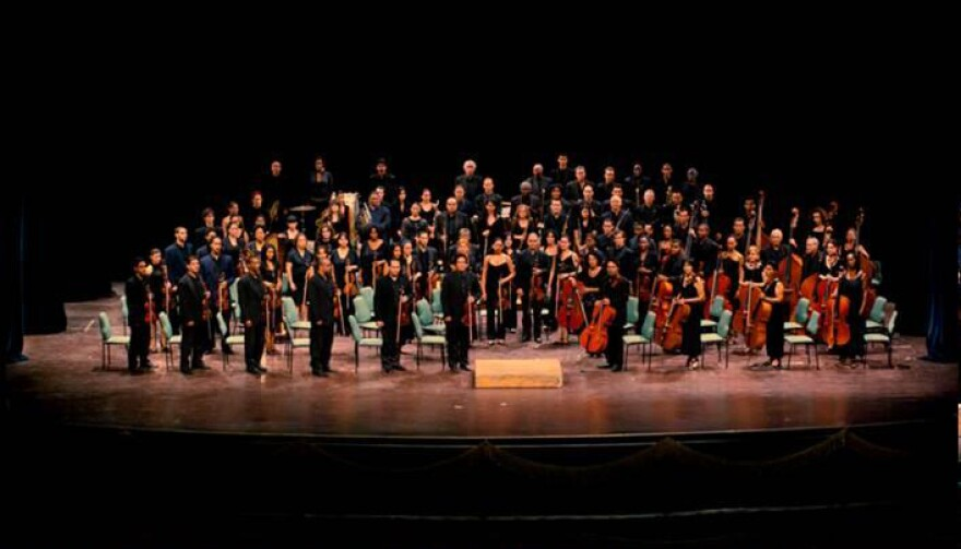National_Sym_Orch_of_Cuba_Standing_4.JPG