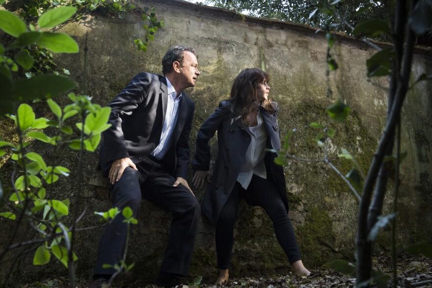 Robert Langdon (Tom Hanks) and Sienna Brooks (Felicity Jones) try to evade a drone in Boboli Gardens in <em>Inferno</em>.