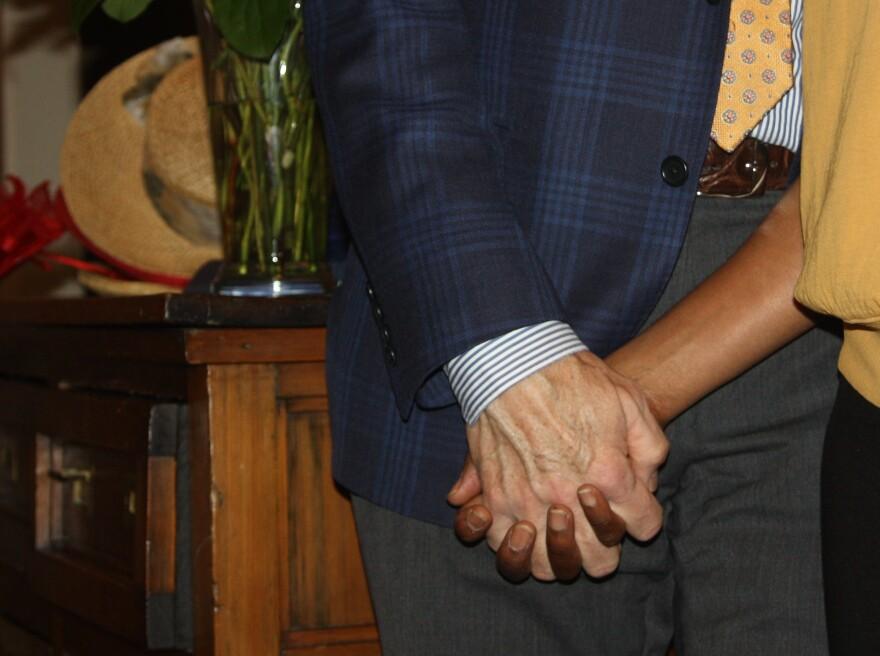 STEPHEN_SANDRA HOLDING HANDS_CROPPED__IMG_2264.jpg