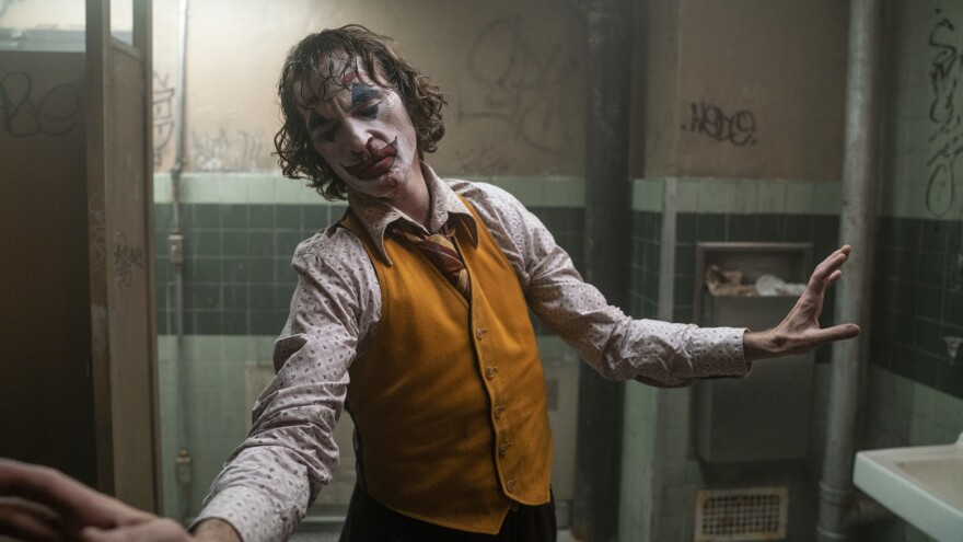 Joaquin Phoenix as Arthur Fleck in Warner Bros. Pictures, Village Roadshow Pictures and BRON Creative's <em>Joker</em>.