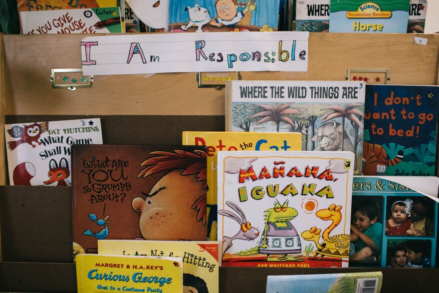 Books in English and Spanish sit on the shelves at Las Familias Del Pueblo.